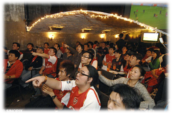 Arsenal fans in Hong Kong. Photo credit: http://www.dailymail.co.uk/
